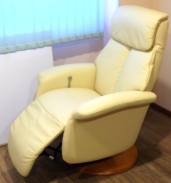 Кожаное кресло реклайнер Relax Lotus