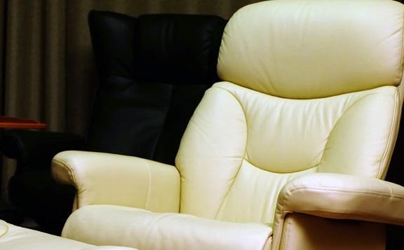 Эргономичное кожаное кресло реклайнер Relax Master