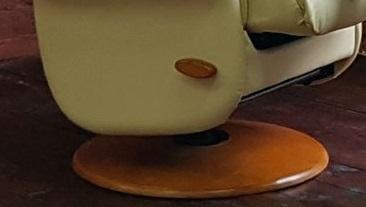 Эргономичное кожаное кресло реклайнер Relax Master подлокотники